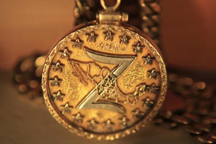 Le médaillon emblématique des «Zetas» arbore une carte... (Photo: Eliana Aponte, Reuters)