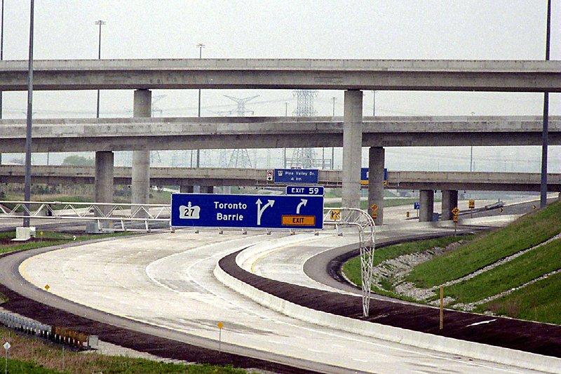 Première autoroute à péage à accès ouvert entièrement... (Photo Archives La Presse Canadienne)