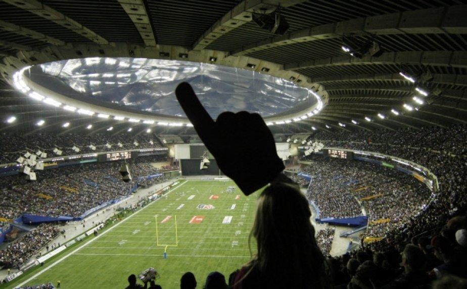 Le Stade olympique est plein pour cette finale de l'Est.... | 2011-03-01 00:00:00.000