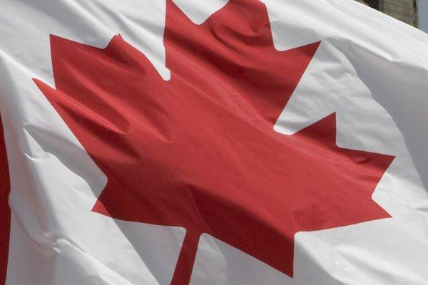 Des chèques totalisant des millions de dollars... (Photo La Presse Canadienne)
