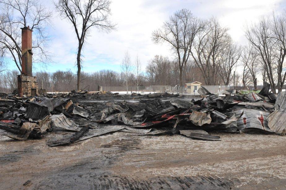 Un incendie a complètement détruit la bâtisse principale de la marina le Nid d'aigle de Maskinongé. | 30 mars 2011