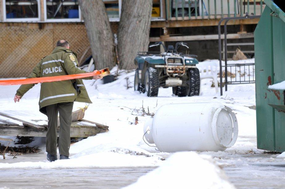 Les pompiers ont dû porter attention à la présence de réservoirs de gaz qui alimentaient le restaurant. | 30 mars 2011