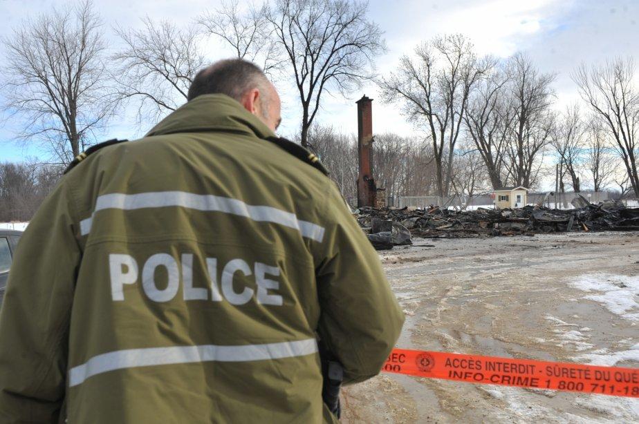 La Sûreté du Québec a érigé un périmètre de sécurité autour de la bâtisse incendiée, le temps de mener son enquête. | 30 mars 2011
