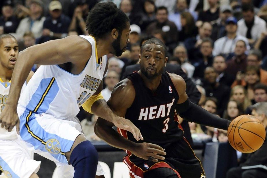 Dwyane Wade, du Heat, face à Nene... (Photo: Reuters)