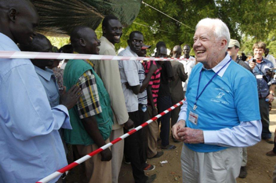 L'ex-président américain Jimmy Carter a observé de près... (Photo: AP)