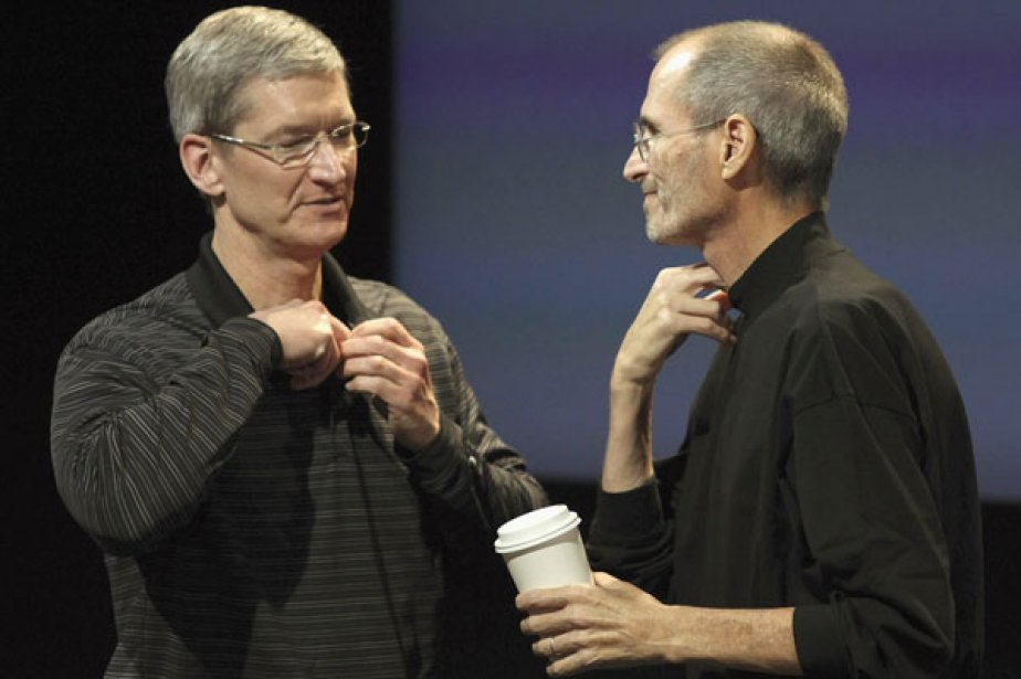 Tim Cook et Steve Jobs.... (Photo AFP)