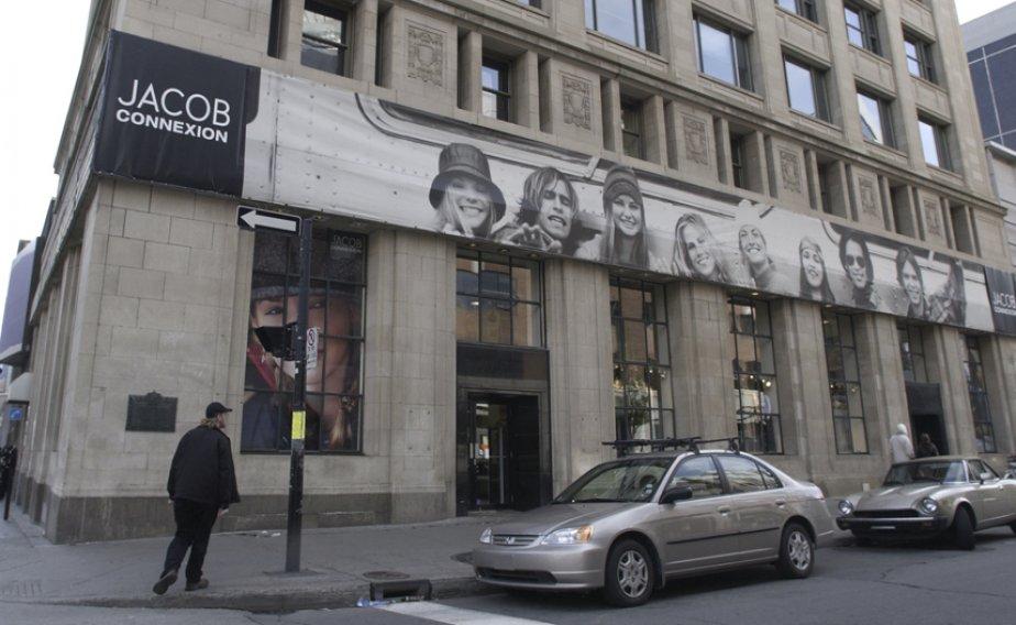 Au cours de la restructuration, qui a débuté... (Photo Robert Skinner, archives La Presse)