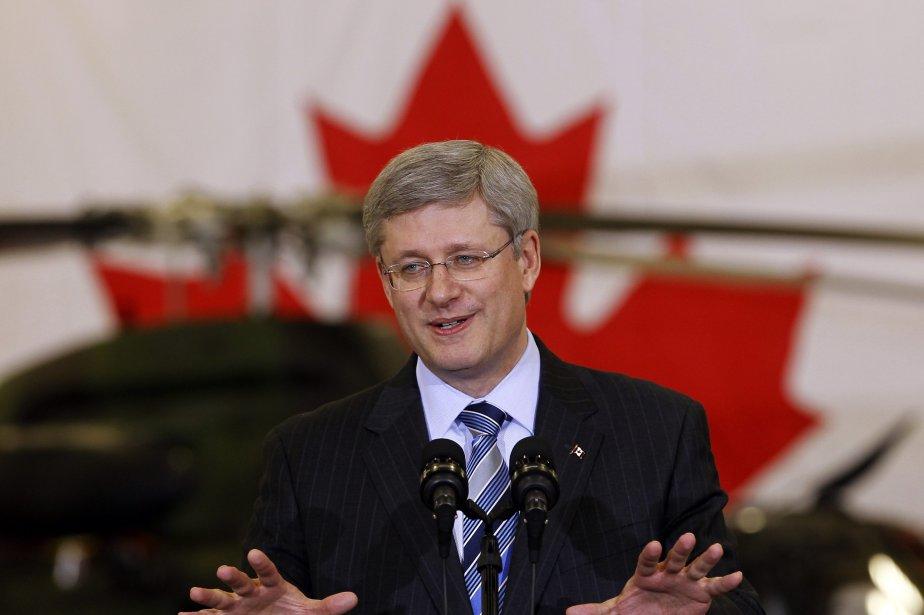 Le premier ministre Harper a tort de se... (PHOTO: SHAUN BEST, ARCHIVES PC)