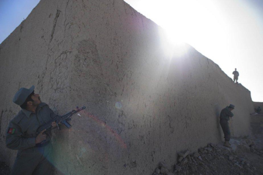 Treize civils afghans ont été tués mercredi par l'explosion d'une... (Photo: AFP)
