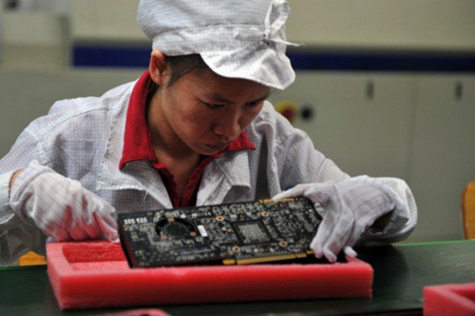 Une travailleuse de l'usine de Foxconn à Shenzen,... (Photo: Archives AFP)