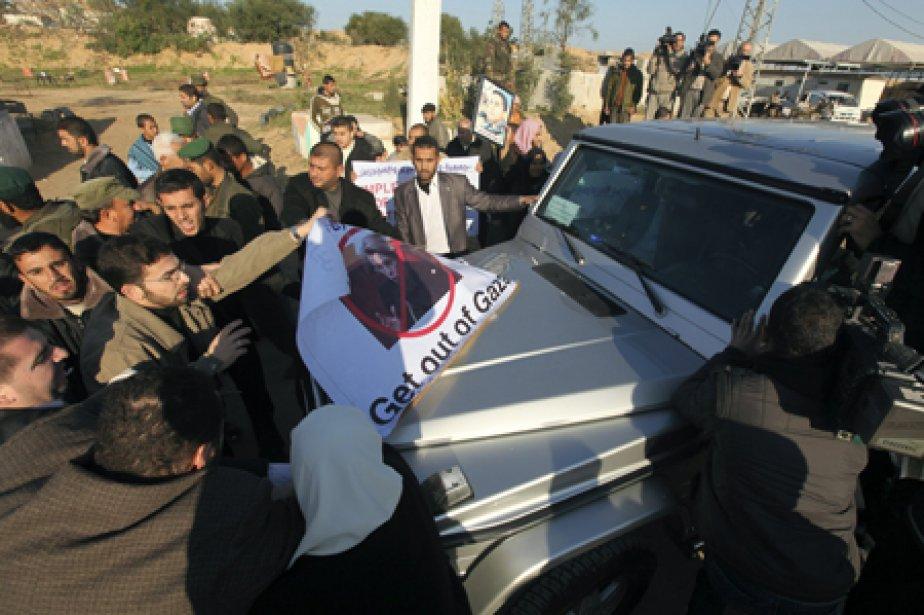Le véhicule de la ministre française des Affaires... (Photo: Reuters)