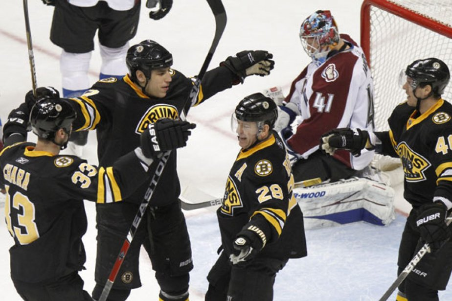 Milan Lucic et Brad Marchand ont... (Photo: Barry Gutierrez, Associated Press)