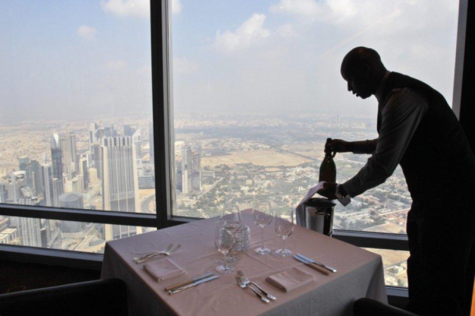Situé à Burj Khalifa, le gratte-ciel le plus... (Photo Associated Press)