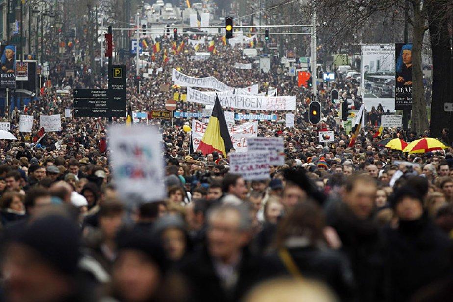 Les participants, Flamands et francophones mêlés, ont dénoncé... (Photo: Reuters)