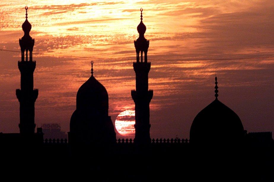 Le soleil se couche derrière les minarets de... (Photo: Reuters)