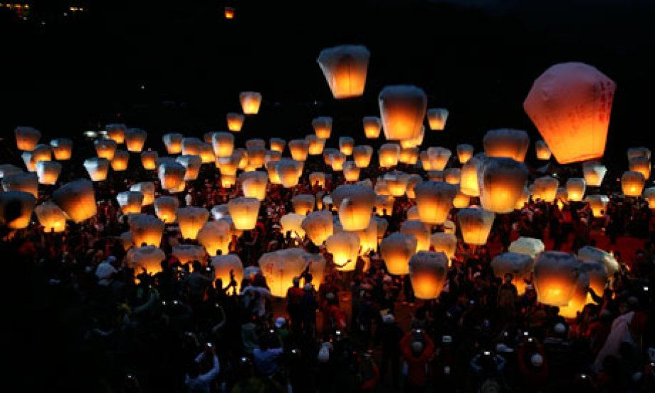 Les lanternes chinoises sont devenues très populaires ces... (Photo: guardian.co.uk)