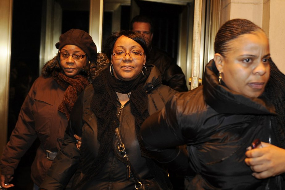 Joy White, au centre, a retrouvé sa fille... (Photo: AP)