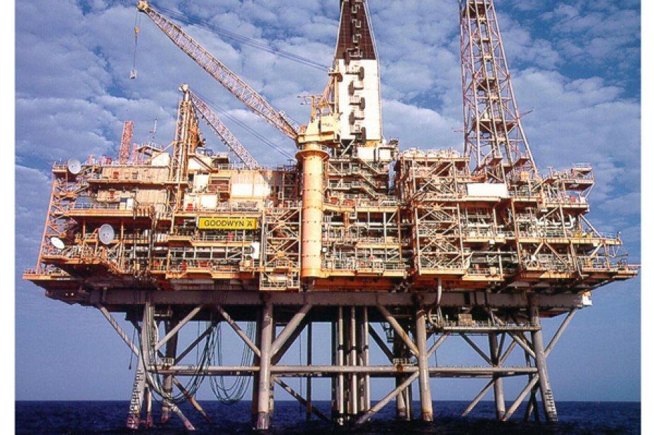 Le prix du baril de pétrole brut devrait évoluer entre 80 et... (Photo Reuters)