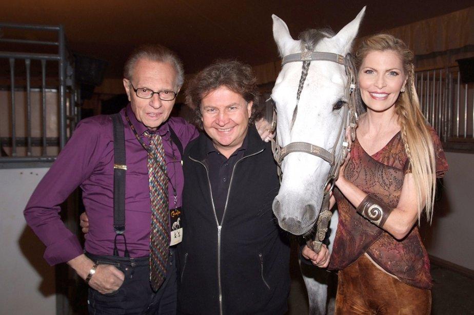 Normand Latourelle entouré de Larry King et sa... (Photo: fournie par Cavalia)