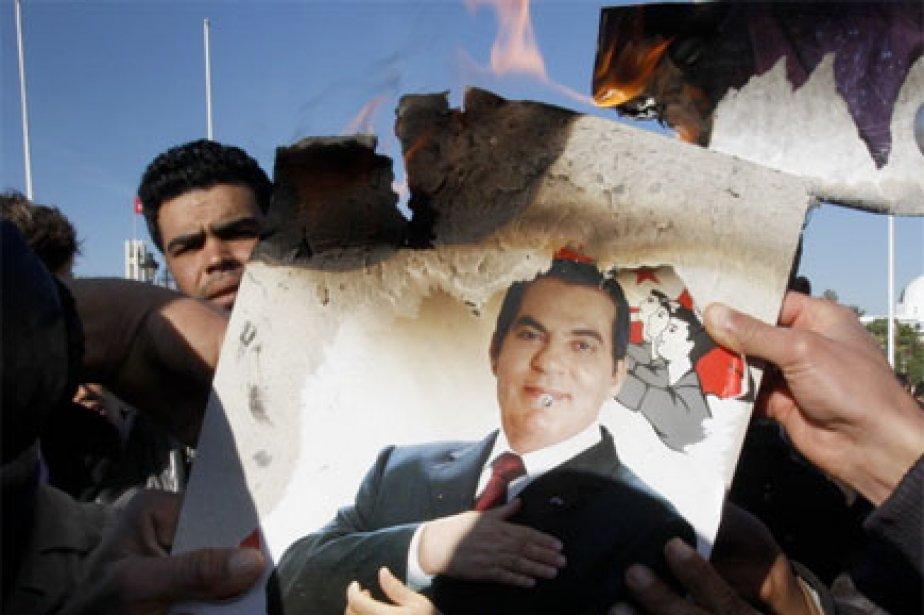 L'ex-ministre Abdallah Kallal et deux anciens conseillers présidentiels,... (Photo: AP)