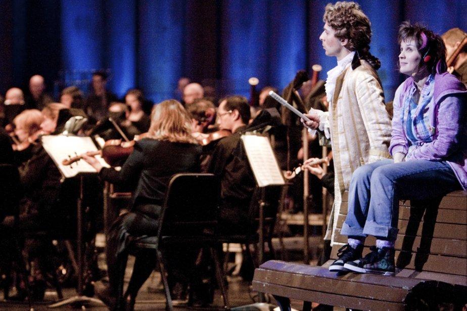 Mozart en personne (Éloi Cousineau) et Juliette (Mélanie... (Photo: Marco Campanozzi, La Presse)