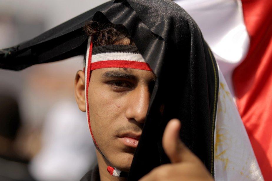 Des milliers d'Égyptiens, comme ce jeune homme, se... (Photo: AFP)