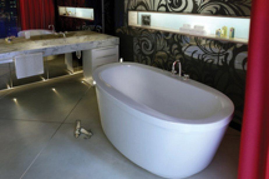 Quand l'espace s'y prête, la baignoire autoportante ou baignoire îlot peut...