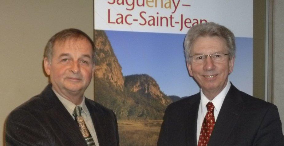 Le ministre Jean-Pierre Blackburn et le président de... (Photo Gimmy Desbiens)