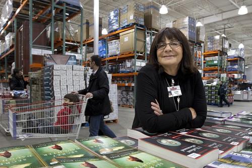 La vice-présidente principale de Costco Canada, Louise Wendling,... (Photo: Robert Skinner, La Presse)