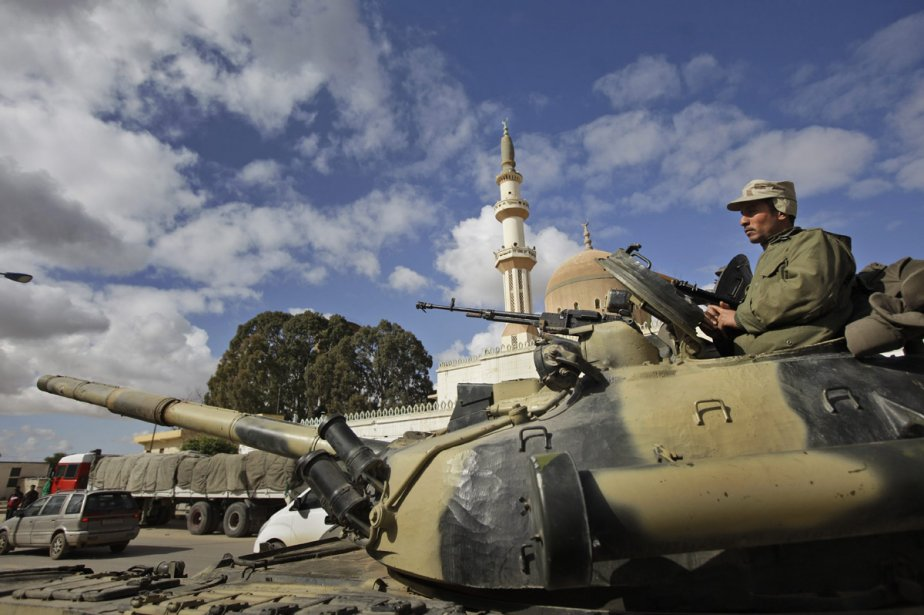 Combien de temps, encore, les militaires libyens fidèles... (PHoto: AP)