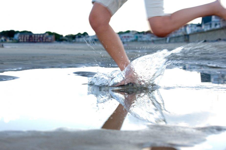 Courir pieds nus serait bénéfique pour vos tibias,... (Photos.com)