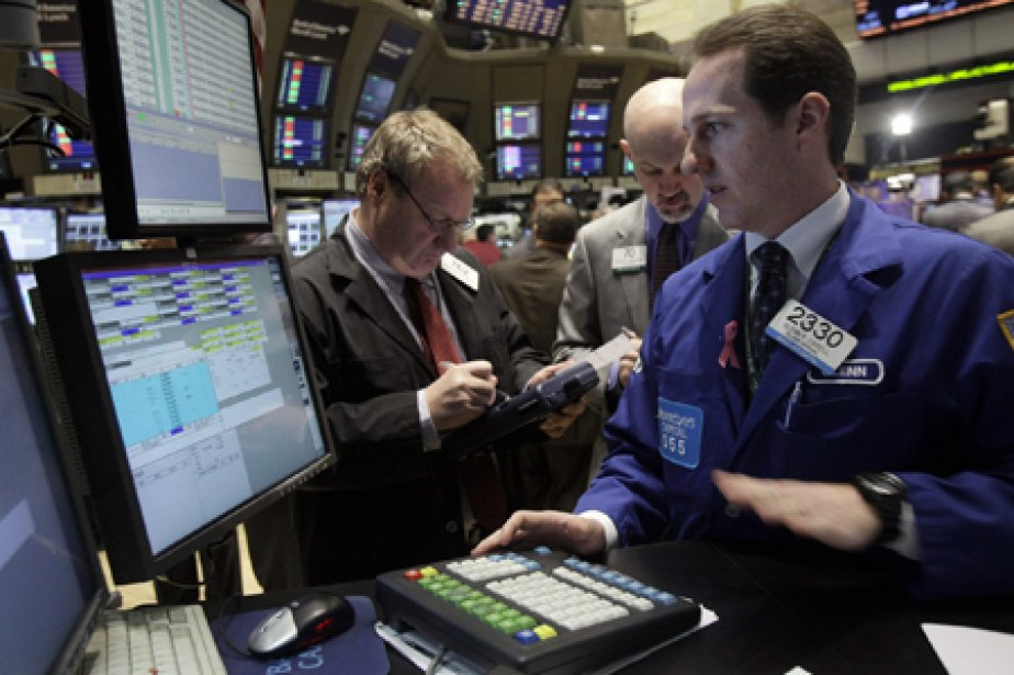 Le Dow Jones a perdu 168,32 points (1,38%)... (Photo: AP)