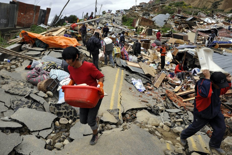Les fortes pluies ont provoqué, entre autres, un... (Photo: AFP)