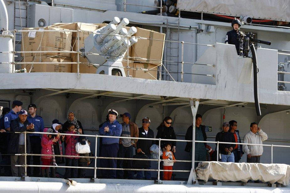 Un navire de la Royal Navy quitte Benghazi... (Photo: AFP)
