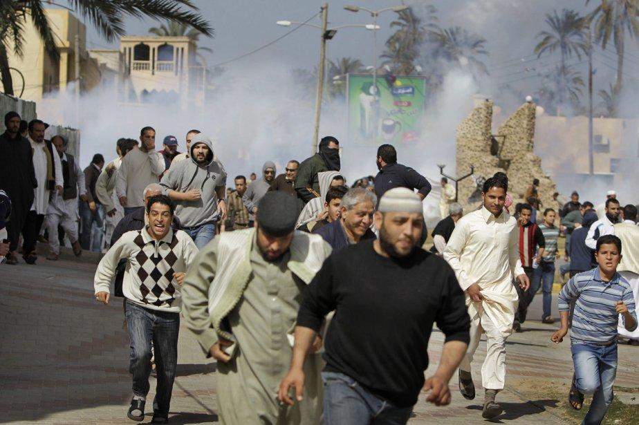 À Tripoli, les manifestants ont été chassés avec... (Photo: AP)