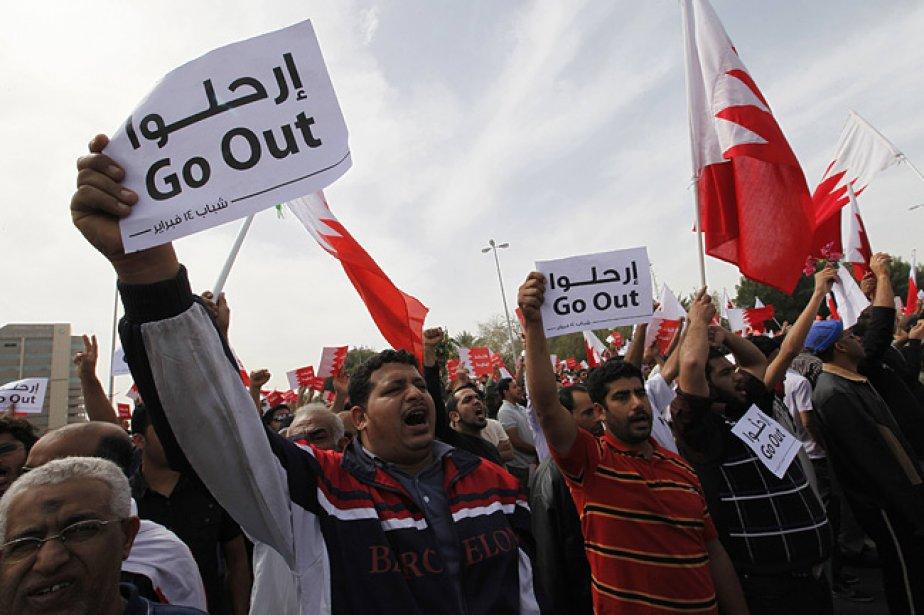 Des milliers de manifestants se sont massés devant... (Photo: Reuters)