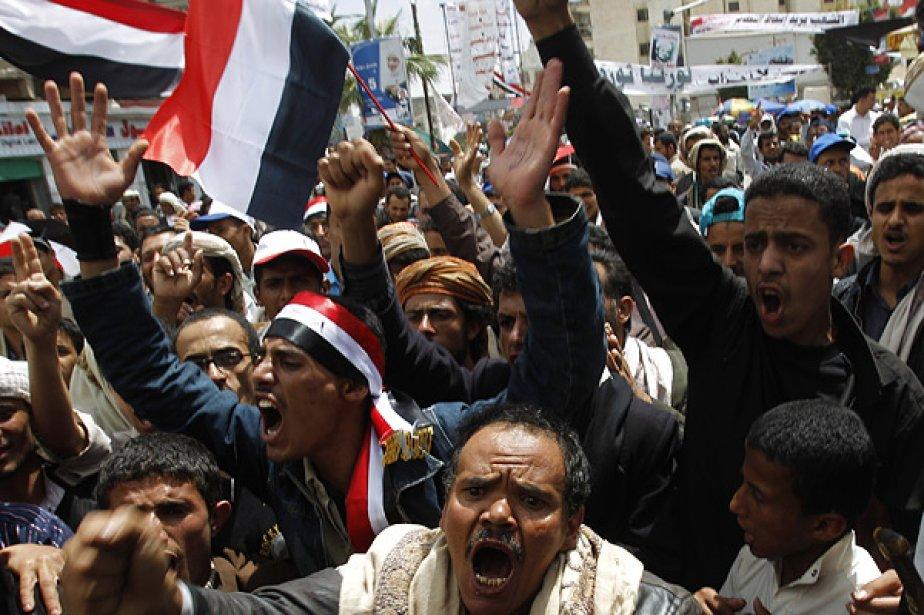 Une foule nombreuse a poursuivi dimanche un sit-in... (Photo: Reuters)