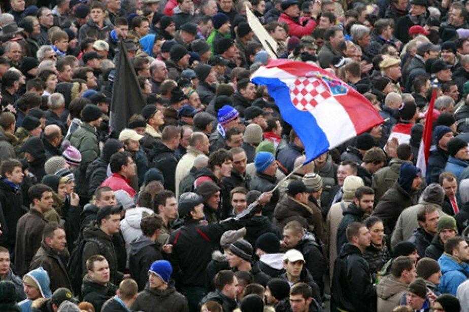 Quelques 10000 personnes avaient défilé vendredi à Zagreb.... (Photo: AP)