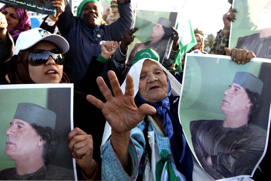 Des fidèles de Kadhafi se sont rassemblés dans... (Photo: AP)