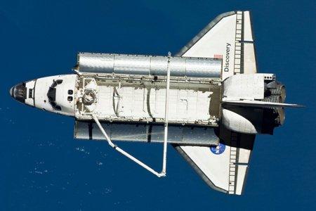 La navette Discovery s'est désamarrée de la Station... (Photo: AFP)
