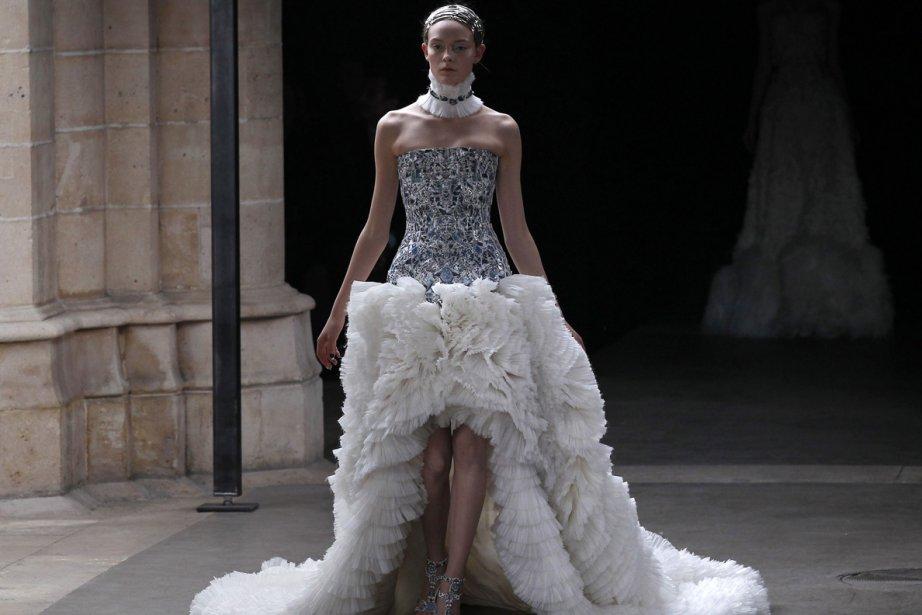 Une création présentée lors du défilé Alexander McQueen,... (Photo: AFP)