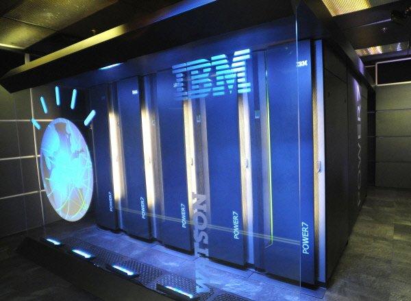Le superordinateur d'IBM, baptisé Watson, a facilement triomphé... (Photo: AFP)