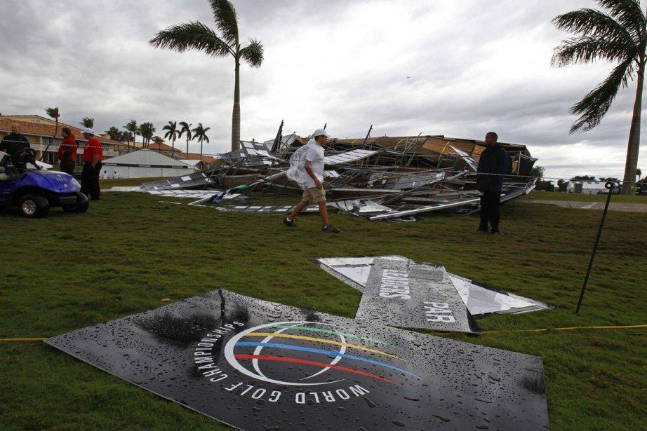 De forts vents ont forcé l'interruption du jeu en première... (Photo: Reuters)