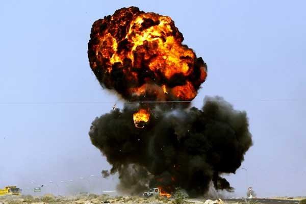 Explosion d'un véhicule appartenant aux rebelles libyens.... (Photo AFP)