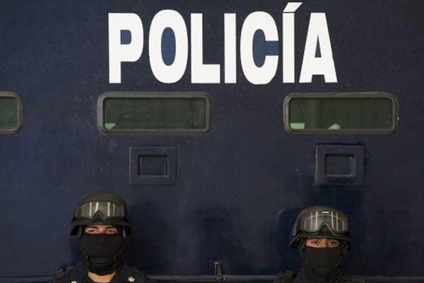Plusieurs maires et chefs de police mexicains refusent... (Photo AFP)