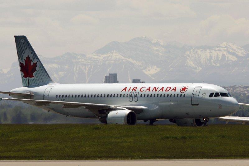 AirCanadane retirera pas sa commandite, selon des experts... (Photo archives Reuters)