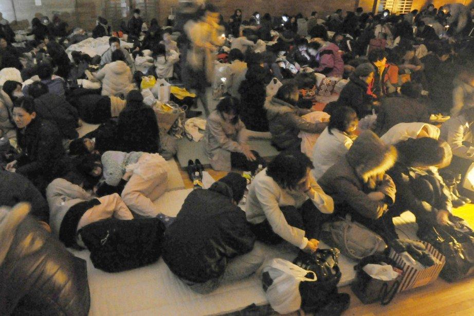 Des centaines de personnes se sont réfugiées dans... (Photo: AP)