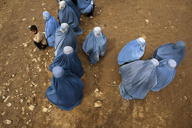 L'Afghanistan n'est pas tendre avec les femmes, où... (Photo: Reuters)