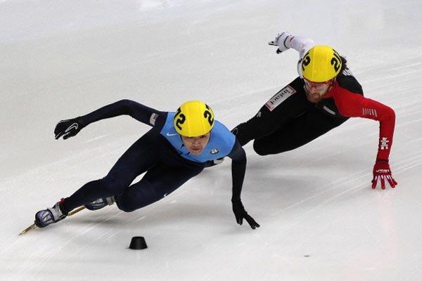 L'Américain Simon Cho et le Canadien Olivier Jean... (Photo Reuters)