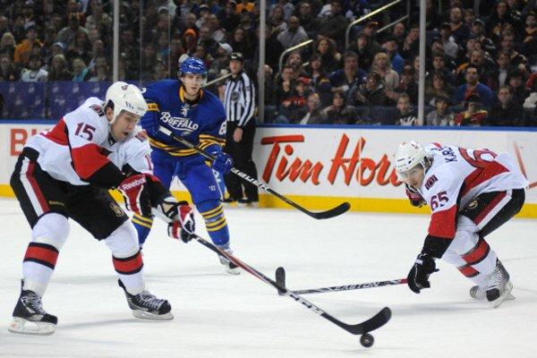 Lors du match des Sénateurs contre les Sabres.... (Photo Reuters)